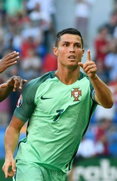 The 10 Best Pictures Of Cristiano Ronaldo - Euro 2016 World Best Football Player, Good Soccer Players, Football Is Life, Sport Football, Football Players, Real Madrid, Soccer Boys, Soccer Stuff, Portugal Soccer