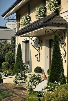 Lecę w kulki…: Ha ha, a ja mam psa - Eingang Backyard Garden Design, Backyard Retreat, Patio Design, Backyard Landscaping, House Outside Design, Front Yard Design, Bungalow House Design, Cottage Design, House Paint Exterior