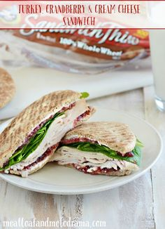 This Turkey, Cranberry and Cream Cheese Sandwich takes leftovers to a whole new level. Plus, you won't have to loosen your belt after this meal because it isn't heavy at all! Sandwich Cream, Cream Cheese Sandwiches, Turkey Sandwiches, Delicious Sandwiches, Easy Sandwich Recipes, Easy Dinner Recipes, Easy Meals, Dinner Ideas, Thanksgiving Recipes