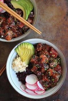 Ahi Poke bowl | HonestlyYUM I Your sushi craving just got 10x greater. Make this meal with ahi tuna, avocado and radishes for a healthy weeknight dinner.