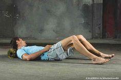 Faszien-Training: Hartschaumrolle zur Massage des Nackens