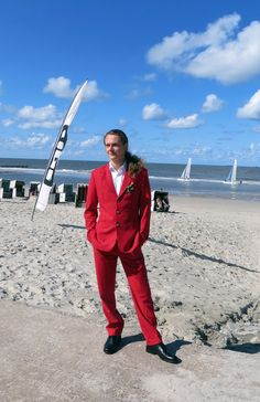 T4L Review - Custom Suit in Fabric Aliai Red - I have a photo for you of me with the nice suit.  This is the day of the wedding with my wife where I wore the suit!   I hope you like it! Please present it the tailor who made my suit suit, if it works.  Best regards and thank you for your service!