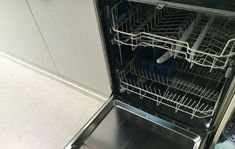 Yikes, no one likes a smelly dishwasher! With these tips it will smell fresh and fruity once again! Dishwasher Smell, Cleaning Your Dishwasher, Vinegar In Laundry, Hoe, Uses For White Vinegar, Smell Good, Washing Machine, Home Improvement, Household
