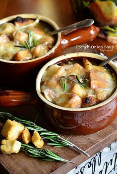 French Onion Soup Recipe-A decadent French Onion Soup full of flavor that is topped with croutons and melted gruyere cheese. Onion Soup Recipes, Chili Recipes, Chili Soup, Cooking Recipes, Healthy Recipes, Soup And Sandwich, French Onion, Soup And Salad, Soups And Stews