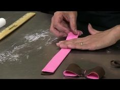 ▶ How to Make a Two-Toned Fondant Bow