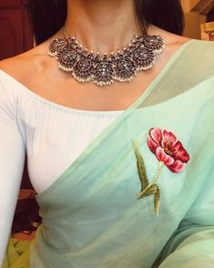 Dress Pattern Indian Blouse Designs Ideas For 2019 Sari Blouse Designs, Saree Blouse Patterns, Saree Jacket Designs, Saree Jewellery, Jewellery Shops, Gold Jewellery, Jewelry Stores, Silver Jewellery Indian, Oxidised Jewellery