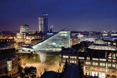 Музей «Урбис» в Манчестере: ночной кадр