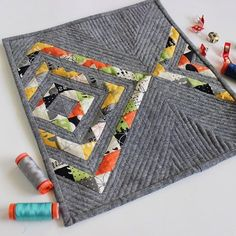 mini Reflektion quilt by Vaness Lynch.  Details on her blog. Prints are Comma by Zen Chic.