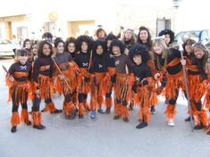 Disfraz escolar casero africano Carnaval Kids, African Art Projects, Egyptian Costume, Mask For Kids, Kenya, Diy For Kids, Halloween Costumes, The Originals, Madagascar