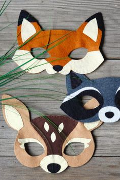 If you love making your own Halloween costumes, these are the best (and easiest) DIY Halloween masks to craft. Halloween Masks, Halloween Diy, Happy Halloween, Halloween Decorations, Halloween Halloween, Animal Costumes Diy, Diy Costumes, Party Girlande, Fox Costume