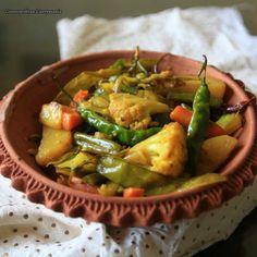 Traditional Bengali Recipes: Hing Chorchori - Cosmopolitan Currymania Bengali Fish Recipes, Indian Food Recipes, Ethnic Recipes, Bangladeshi Food, Bengali Food, Vegetable Curry, Vegetable Dishes, Entree Recipes, Vegan Recipes