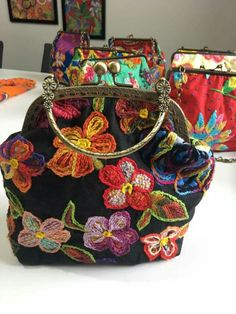 Nourhan Samy's media content and analytics Hand Embroidery Designs, Ribbon Embroidery, Embroidery Patterns, Diy Bags Purses, Frame Bag, Embroidered Bag, Boho Bags, Patchwork Bags, Fabric Bags
