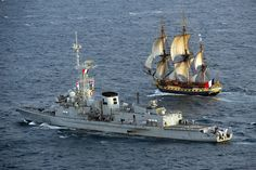 """ltwilliammowett: """"L'Hermione frigate begins her inaugural voyage to the United States, accompanied by the anti-submarine frigate Latouche-treville. Hermione, Tug Boats, Sail Boats, Sailboat Art, Ocean Cruise, Ship Of The Line, Armada, Tall Ships, Battleship"""