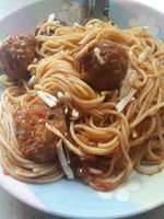 Κοκκινιστά κεφτεδάκια με μακαρόνια :: Cookingwithtatana Spaghetti, Ethnic Recipes, Food, Noodles, Chef Recipes, Cooking, Simple Recipes, Essen, Meals