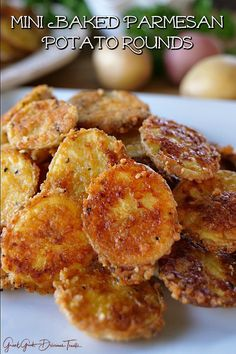 Mini Baked Parmesan Potato Rounds are a great appetizer and perfect to serve during the Super Bowl. These tasty taters are covered in Parmesan cheese, seasoned with garlic salt, baked until fork tender and then served up with your favorite sauce, So good! Potato Appetizers, Great Appetizers, Appetizer Recipes, Mini Four, Sliced Potatoes, Parmesan Crusted Potatoes, Baked Potato Slices, Crispy Potatoes, Vegan Recipes