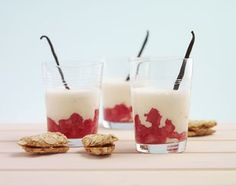 Rhabarber-Vanille-Smoothie - Rezeptdatenbank - Swissmilk Shake, Smoothies, Panna Cotta, Pudding, Ethnic Recipes, Desserts, Drinks, Food, Vanilla