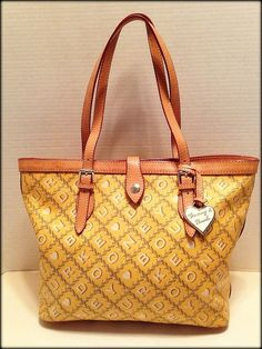 Large Dooney & Bourke Yellow Shopper Tote – EUC. Starting at $5 on Tophatter.com!