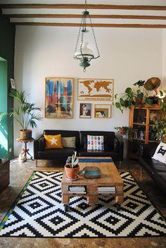 He caído: después de muchos meses buscando la alfombra ideal para mi salón, al final me he comprado la célebre Lappljung de Ikea. ...