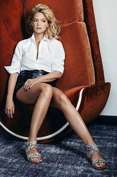 Virginie Efira - Les jambes, pieds et talons hauts vus à la télé et au cinema Beautiful Legs, Beautiful Women, Hottest Female Celebrities, Gorgeous Blonde, Classy Women, Beautiful Actresses, Female Bodies, Pretty Woman, Movie Stars