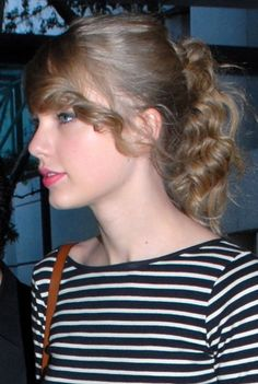Taylor Swifts cute, casual ponytail