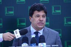 """URGENTE: Ministro da Educação diz que é preciso acabar com """"regalias"""" de professores para equilibrar contas"""
