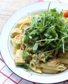 Deze pasta met romige kip-pesto saus is echt een aanrader! Elke pasta liefhebber is er dol op. Dit recept heb je in een mum van tijd op tafel staan. Handig voor als je weinig tijd hebt om te koken. Bon…