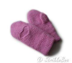 Strikket, tovet, god, lett og varm ullvott strikket med rosa farge med nydelig stukturmønster i form...