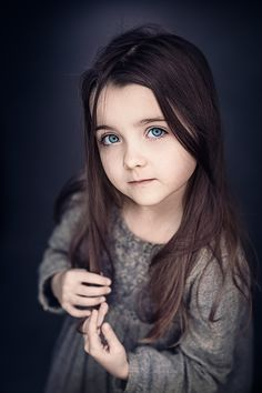20 Stunning Portrait Photos from Top photographers - Photography Inspiration Best Portraits, Portrait Poses, Studio Portraits, Kid Portraits, Young Girl Photography, Toddler Photography, Ring Light Photography, We Are The World, Photographing Kids