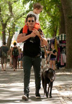 Orlando Bloom & Son Flynn Take Their Dog To Central Park