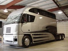 Holly crap!! Now that's a sleeper cab!!