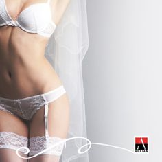 Rajstopy czy pończochy? Białe czy cieliste?  Jesteśmy ciekawi co wybierzecie w swoim najważniejszym dniu. #wedding #weddingstyle #weddingday #ślub #inspiration #adrian #adrianinspiruje #rajstopy adrian