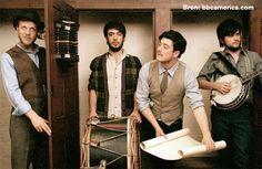 Mumford and Sons heeft de herkenbare banjo achterwege gelaten. Goede keus, of niet? Luister nu naar hun nieuwe single 'Believe' en oordeel zelf! http://www.artiestennieuws.nl/34078/mumford-and-sons-laat-single-believe-horen