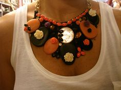 "collar ""babero"" floral....espectacular!!"