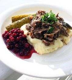 If you desire to try something incredibly delicious- enjoy fried reindeer meat served with mashed buttery potatoes, lingonberries, pickled cucumbers and pickled beetroot Meat Recipes, Dinner Recipes, Healthy Recipes, Reindeer Meat, Finland Food, Finnish Recipes, Norwegian Food, Scandinavian Food, Thinking Day