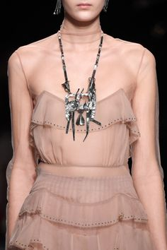 runwayandcouture:   Details atValentino RTW Fall...   Style is Viral
