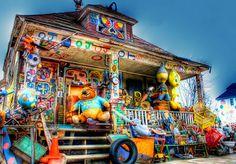 http://2.bp.blogspot.com/-KYX2GPLB84s/UADPFoFyyKI/AAAAAAAAJb4/0zJb4UoWQd8/s400/5465040546_0b1e596e4d_z.jpg - Heidelberg Project, Detroit, Michigan