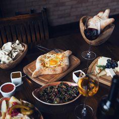 Georgian hospitality in Baku #evde #beatgroup #evdegeo #baku #azerbaijan #georgian #georgiancuisine #nationalcuisine #traditionalcuisine #cuisine #food #restaurants
