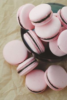 These vegan macarons are made with aquafaba. This also includes a tutorial on reducing aquafaba for use in vegan baked goods. Vegan Sweets, Vegan Desserts, Vegan Recipes, Vegan Ideas, Vegan Foods, Scones Vegan, Vegan Macarons, Vegan French Macarons Recipe, Aquafaba Recipes