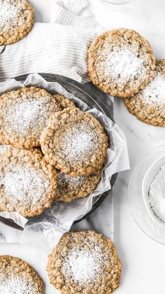 Gooey Butter Oatmeal Cookies (Crack Pie Cookies) - Serveware - Ideas of Serveware - These chewy oatmeal cookies are the cookie version of crack pie! Theyre topped with a puddle of gooey crack pie filling making them the BEST oatmeal cookies Ive ever had. Just Desserts, Delicious Desserts, Dessert Recipes, Yummy Food, Tasty, Dinner Recipes, Delicious Cookies, Tea Cakes, Best Oatmeal Cookies