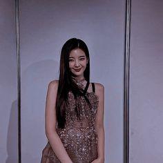 Kpop Girl Groups, Kpop Girls, Purple Aesthetic, Korean Music, Cute Fashion, Music Artists, Asian Girl, Bodycon Dress, High Neck Dress