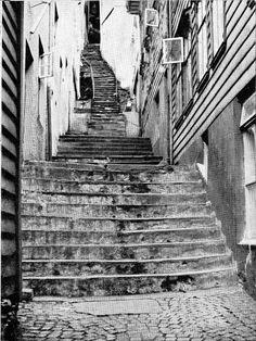 Trappesmuget, fra Lille Øvregate og opp til Bispenggaten. Foto av 1959. Fotomuseum Bergen