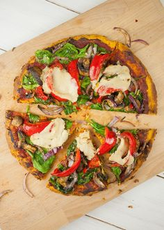 Who would have thought it would be so easy to make a sweet potato pizza crust? We rarely have time to make pizza dough from scratch, so this simple, healthy alternative is a very worthy alternative when you have a craving for pizza! And yep, it's gluten f Pizza Recipes, Whole Food Recipes, Vegetarian Recipes, Healthy Recipes, Healthy Meals, Healthy Food, Healthy Eating, Sweet Potato Pizza Crust, Crust Pizza