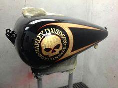Gas tank Custom Motorcycle Paint Jobs, Custom Paint Jobs, Motos Harley Davidson, Motorcycle Tank, Air Brush Painting, Custom Harleys, Cycling Art, Bike Art, Bike Design