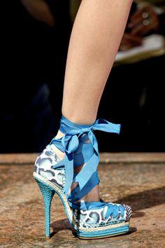 Google Image Result for http://top-womensshoes.com/wp-content/uploads/2011/05/christian-dior-shoes-spring-2011-prints.jpg