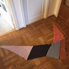 Instagram media dortemose - Tak @frokengarntrylleri her har du hele herligheden #vinkelsjal #ynglingstørklædet