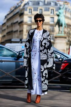 Street Style París Fashion Week 2017 http://stylelovely.com/galeria/street-style-paris-fashion-week-2017/