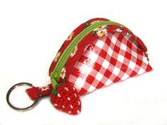 """Schlüsselanhänger,+""""Erdbeere""""++02,+Gr.+M+von+Goldschnittchen+auf+DaWanda.com"""