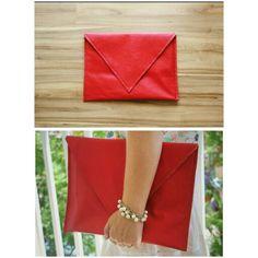 Fique poderosa com a Clutch Envelope Rossa. Compre em nosso E-Commerce www.libel4.com