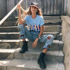 i like her outfit especially her shoes i could dress one of my models in this way i also like her pose it looks very laid back Grunge Fashion, 90s Fashion, Vintage Fashion, Fashion Outfits, Womens Fashion, Fashion Tips, Fashion Trends, Style Fashion, Estilo Street