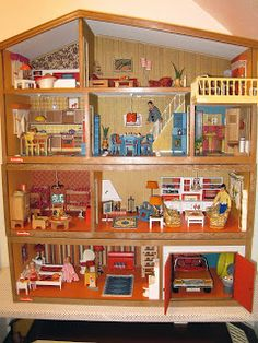 Vintage Lundby Update: Houses in their new home Vintage Dollhouse, Dollhouse Dolls, Vintage Dolls, Dollhouse Miniatures, Dollhouse Ideas, My Doll House, Toy House, Barbie Doll House, Doll Houses